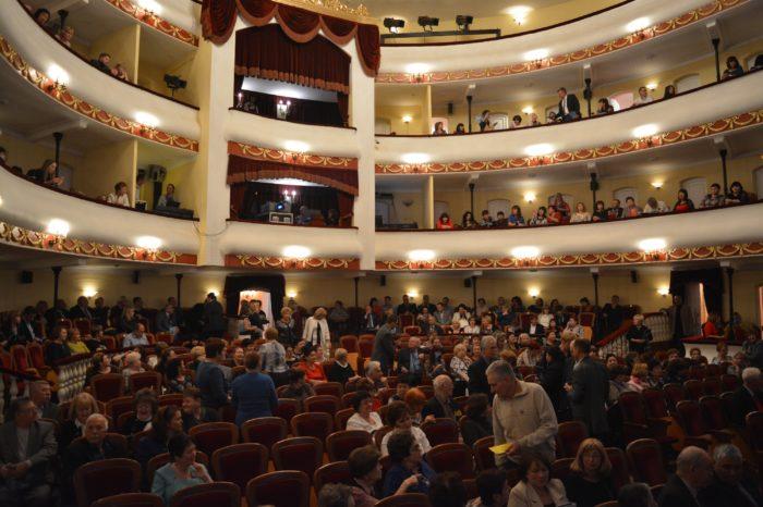 Астрахань театральная